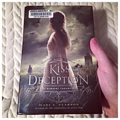 the kiss of deception mary e pearson remnant chronicles